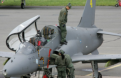 Hawk lentoonlähtövalmisteluissa Kauhavalta. (kuva: Jukka Ketonen/K-Media)